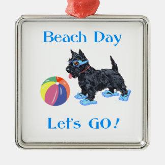 Perro del escocés del día de la playa ornamento para arbol de navidad
