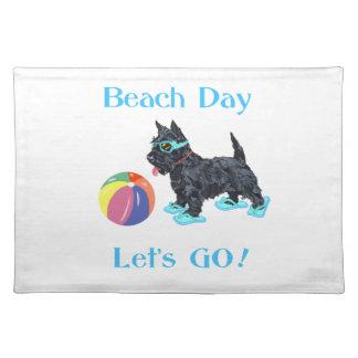 Perro del escocés del día de la playa manteles individuales
