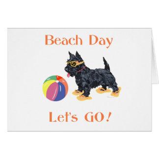 Perro del escocés del día de la playa felicitación
