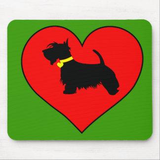 Perro del escocés en estera roja del ratón del mousepads