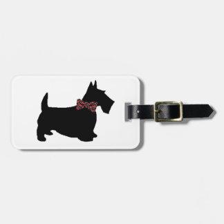 Perro del escocés en pajarita de la tela escocesa etiquetas bolsa