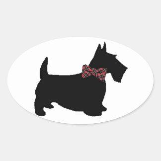 Perro del escocés en pajarita de la tela escocesa colcomanias óval