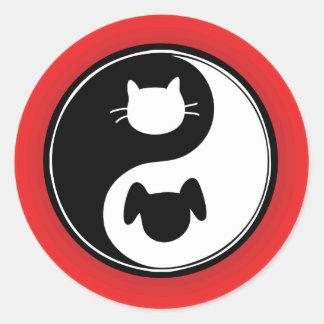 Perro del gato de Yin Yang Pegatina Redonda
