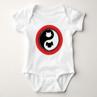 Perro del gato de Yin Yang Tee Shirt