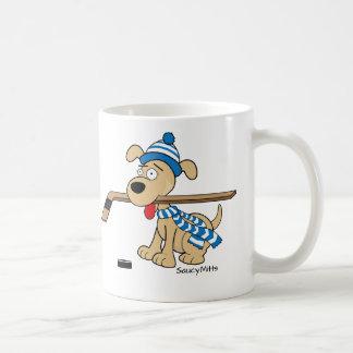 Perro del hockey del dibujo animado taza básica blanca