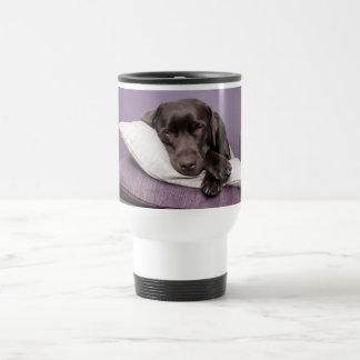 Perro del labrador retriever del chocolate taza térmica