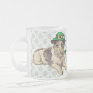 Perro del Leprechaun Taza Cristal Mate