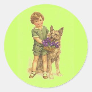 perro del muchacho del vintage con los pegatinas etiquetas redondas