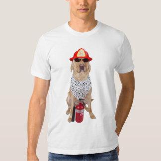 Perro del parque de bomberos remeras