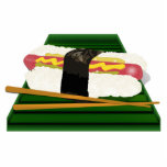 Perro del sushi en una bandeja con los palillos esculturas fotograficas