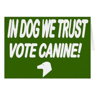 Perro del voto con el texto blanco tarjeton
