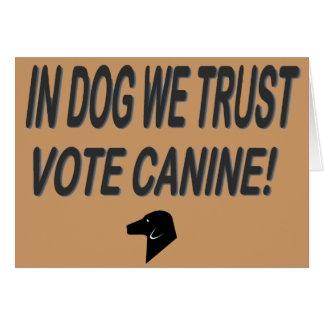 Perro del voto con el texto negro tarjeta