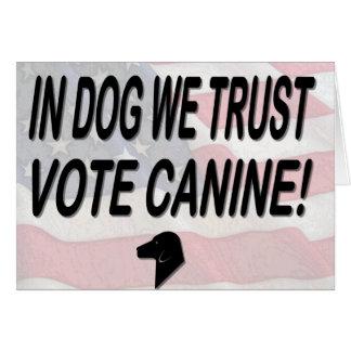 Perro del voto con la bandera americana felicitación