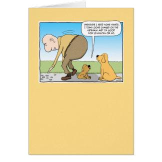 Perro divertido en tarjeta de cumpleaños de la