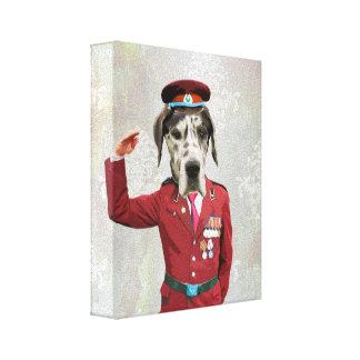 Perro divertido en uniforme del rojo impresiones en lienzo estiradas
