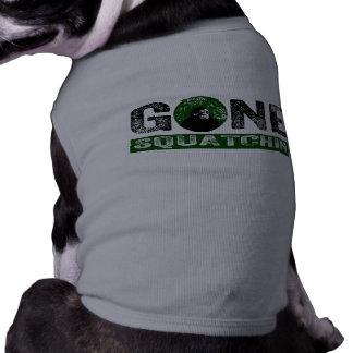 Perro divertido ido del cazador de Squatchin Sasqu Camisa De Mascota