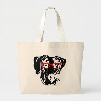 Perro elegante great dane con los vidrios bolsas