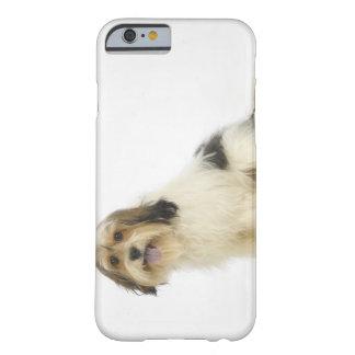 Perro en el blanco 104 funda para iPhone 6 barely there