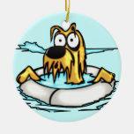 Perro en flotador de la salvación ornamentos de reyes