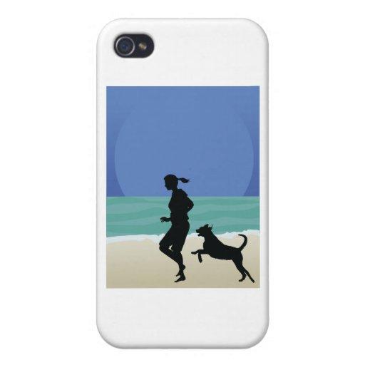 Perro en la playa iPhone 4 protector