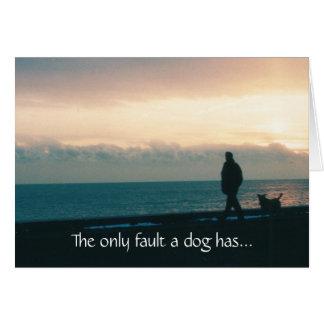 Perro en la tarjeta de condolencia de la playa