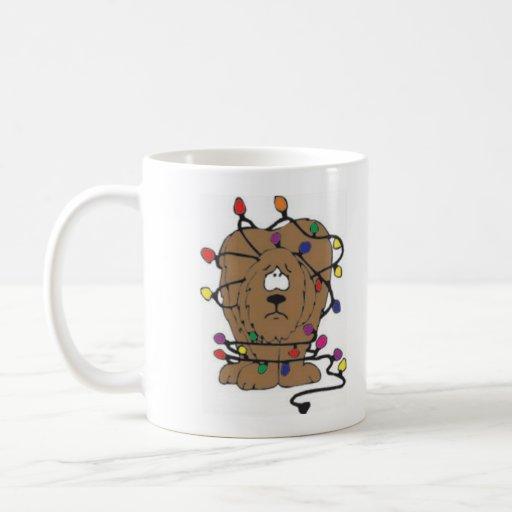 Perro en luces tazas de café