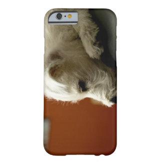 Perro en silla de la oficina funda para iPhone 6 barely there