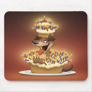 Perro en una torta Mousepad