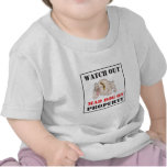 Perro enojado del ~ del dogo en propiedad camisetas