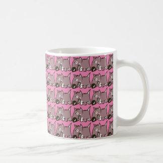 Perro enojado lindo taza de café