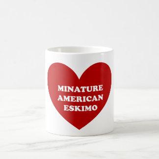 Perro esquimal americano miniatura taza clásica