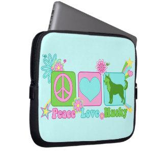 Perro esquimal del amor de la paz fundas computadoras