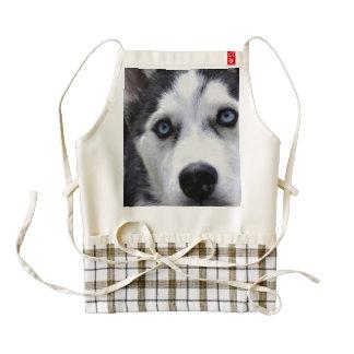 Perro esquimal observado azul delantal zazzle HEART