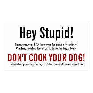 Perro ey estúpido en la advertencia caliente del c tarjeta de visita