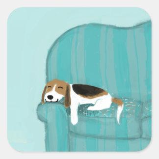 Perro feliz del sofá - beagle lindo pegatina cuadrada