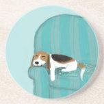 Perro feliz del sofá - beagle lindo posavasos personalizados