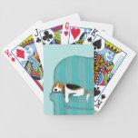 Perro feliz del sofá - beagle soñoliento lindo cartas de juego