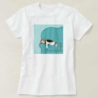 Perro feliz del sofá del beagle polera