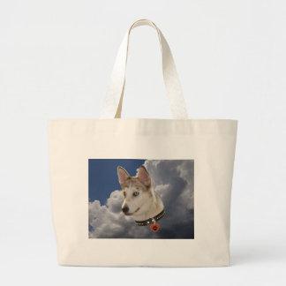 Perro fornido sereno en nubes blancas mullidas bolsa de tela grande