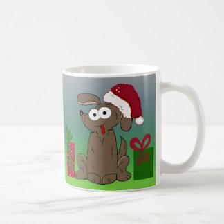 Perro hilarante del navidad del dibujo animado taza clásica