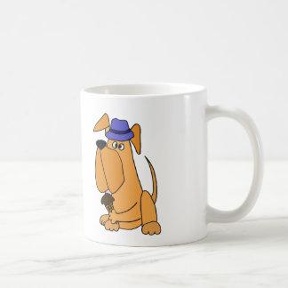 Perro inglés del mastín que come el dibujo animado taza clásica