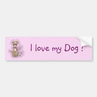 Perro lindo con las flores etiqueta de parachoque