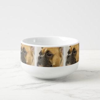 Perro lindo del boxeador bol para sopa