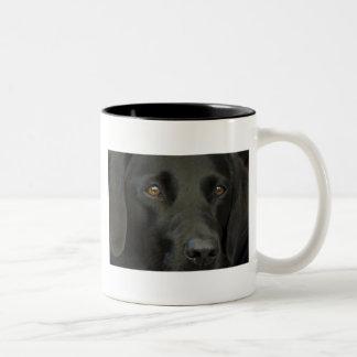 Perro negro de Labrador Taza Dos Tonos