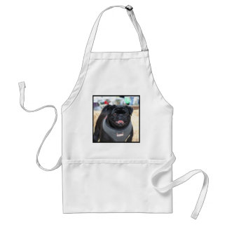 Perro negro del barro amasado delantal