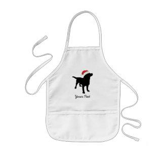 Perro negro del laboratorio con el gorra de Santa Delantal Infantil