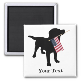Perro negro del laboratorio con la bandera imán cuadrado