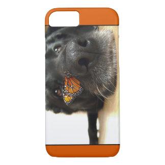 Perro negro del laboratorio con la mariposa funda iPhone 7
