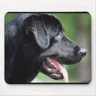 Perro negro del labrador retriever alfombrilla de ratón
