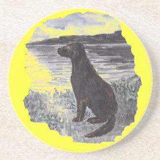 Perro negro del perro perdiguero posavasos para bebidas